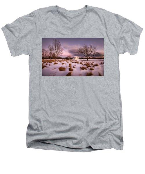Garden Barn Men's V-Neck T-Shirt