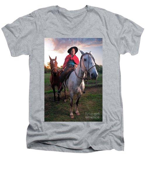 Gaucho Argentino Men's V-Neck T-Shirt
