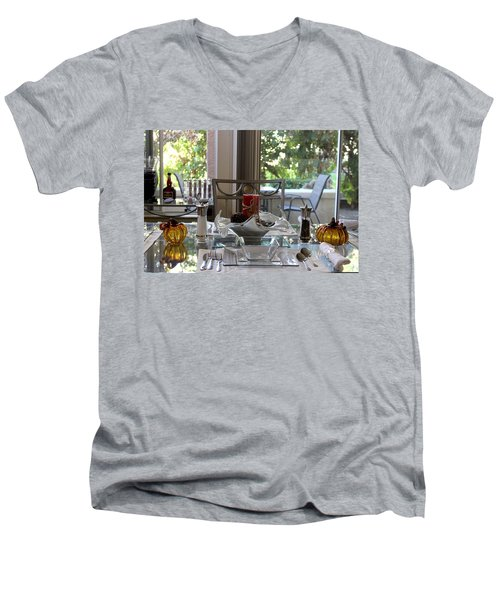 Giving Thanks In California Thanksgiving Table Men's V-Neck T-Shirt