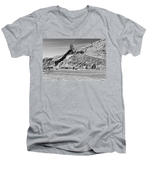 Gold Hill Men's V-Neck T-Shirt