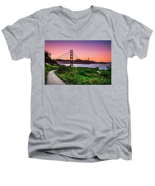 Golden Gate Bridge San Francisco California At Sunset Men's V-Neck T-Shirt