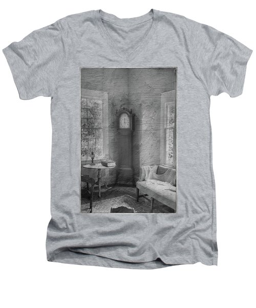 Grandfather's Clock Men's V-Neck T-Shirt