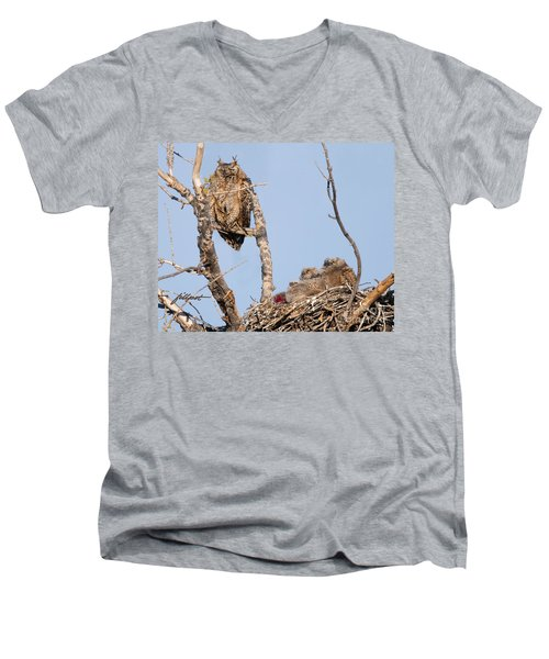 Great Horned Owl Family Men's V-Neck T-Shirt