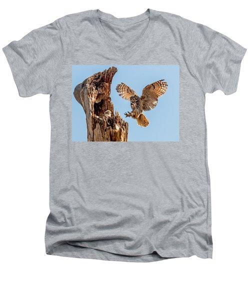 Great Horned Owl Returning To Her Nest Men's V-Neck T-Shirt