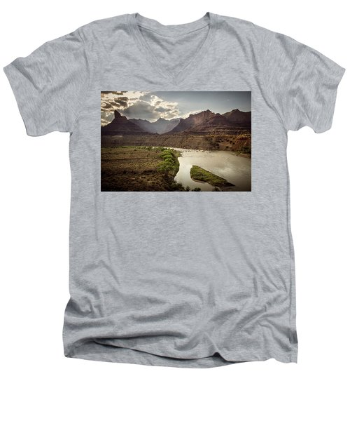 Green River, Utah Men's V-Neck T-Shirt