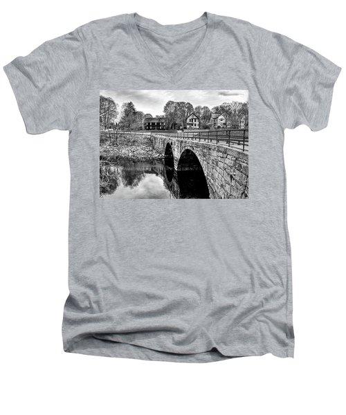 Green Street Bridge In Black And White Men's V-Neck T-Shirt