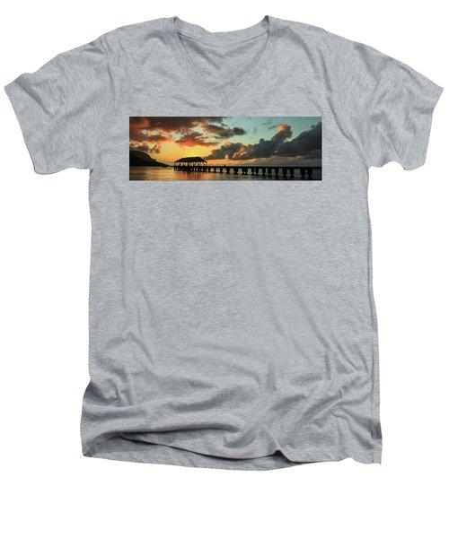 Hanalei Pier Sunset Panorama Men's V-Neck T-Shirt