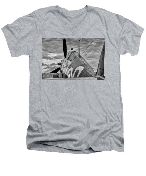 Hero Of Britain Men's V-Neck T-Shirt