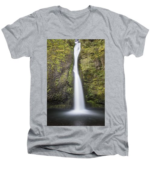 Horsetail Falls In Oregon With Splash Men's V-Neck T-Shirt
