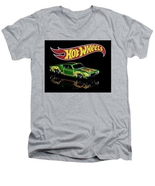Hot Wheels '69 Ford Torino Talladega Men's V-Neck T-Shirt