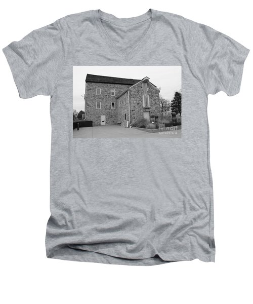 Hunterdon Art Museum Men's V-Neck T-Shirt