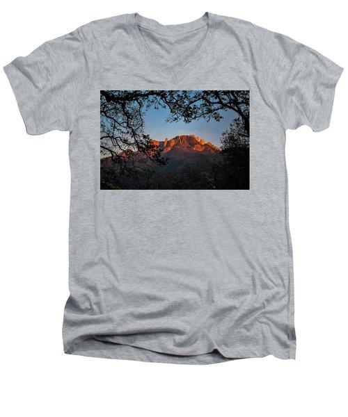I See The Light Men's V-Neck T-Shirt