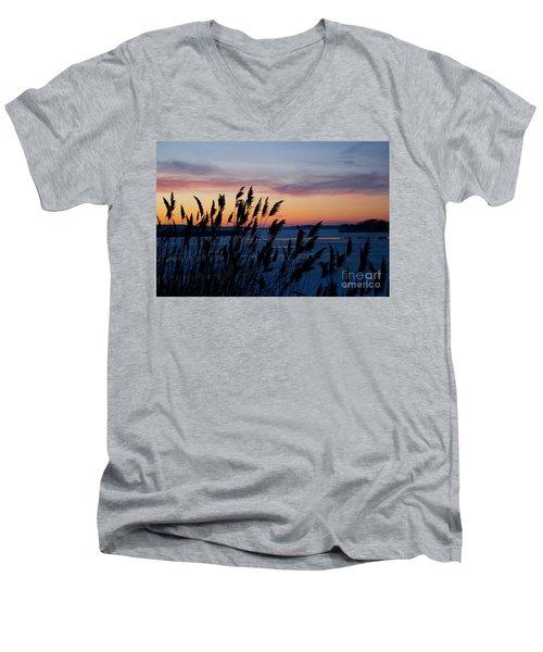 Illinois River Winter Sunset Men's V-Neck T-Shirt