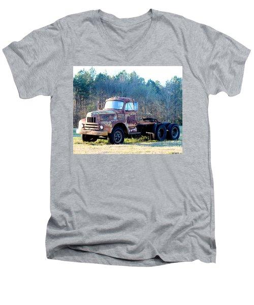 International Harvester R200 Series Truck Men's V-Neck T-Shirt