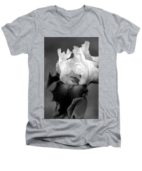 Iris 6621 H_5 Men's V-Neck T-Shirt