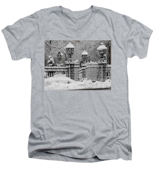 Kc Plaza Is Art In The Snow Men's V-Neck T-Shirt