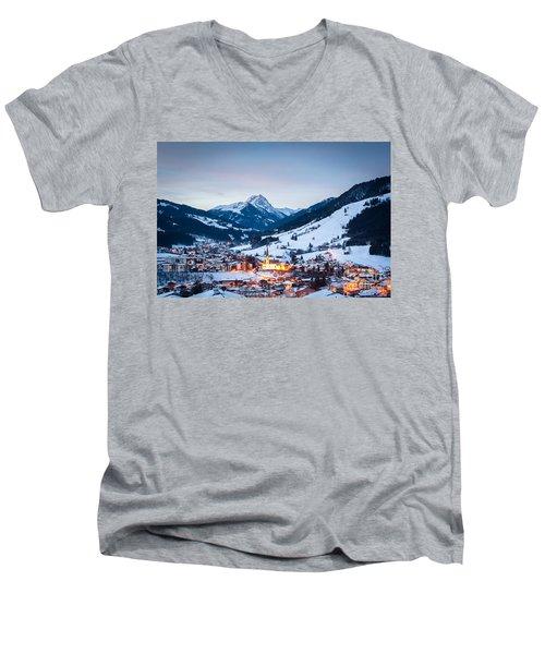 Men's V-Neck T-Shirt featuring the photograph Kirchberg Austria In The Evening by John Wadleigh