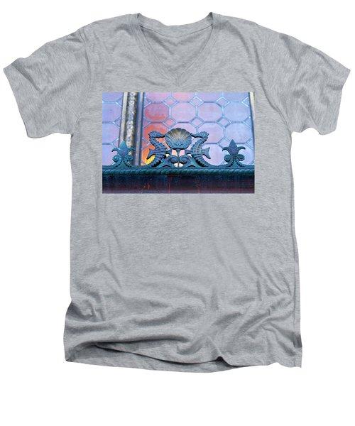 Kissing The Shell Men's V-Neck T-Shirt