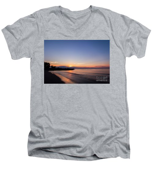 Lake Ontario Beach Sunset Men's V-Neck T-Shirt