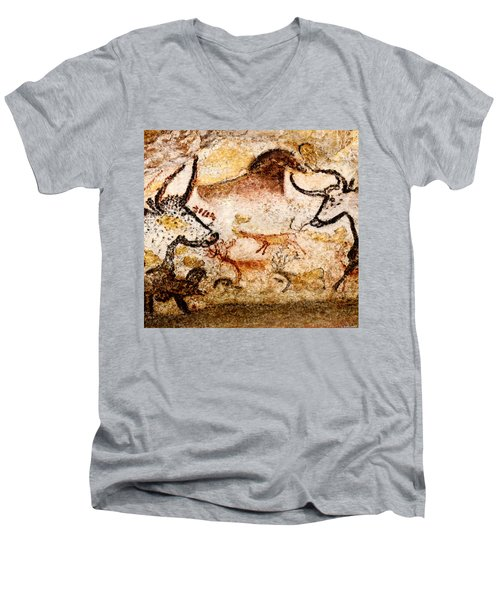 Lascaux Hall Of The Bulls - Deer Between Aurochs Men's V-Neck T-Shirt
