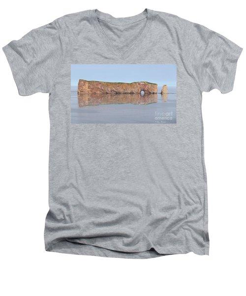 Le Rocher Men's V-Neck T-Shirt