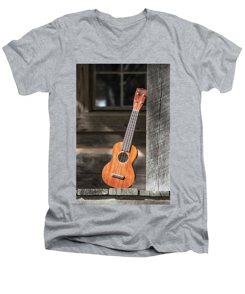 Leaning Uke Men's V-Neck T-Shirt