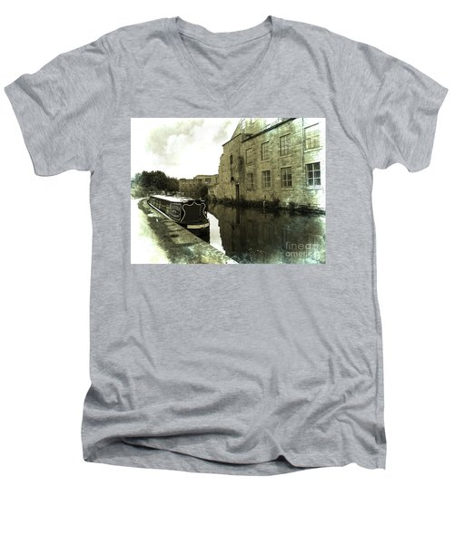 Leeds Liverpool Canal Unchanged For 200 Years Men's V-Neck T-Shirt