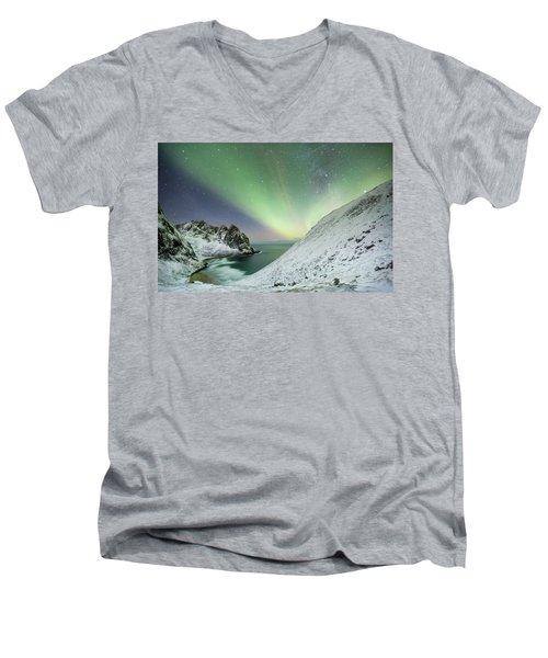 Lights Above Kvalvika Men's V-Neck T-Shirt