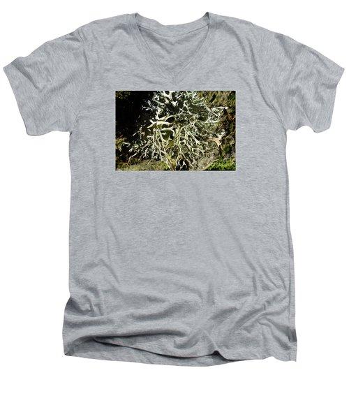 Little Labyrinth Men's V-Neck T-Shirt