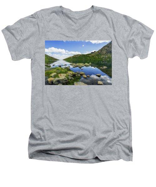 Llyn Lydaw Men's V-Neck T-Shirt