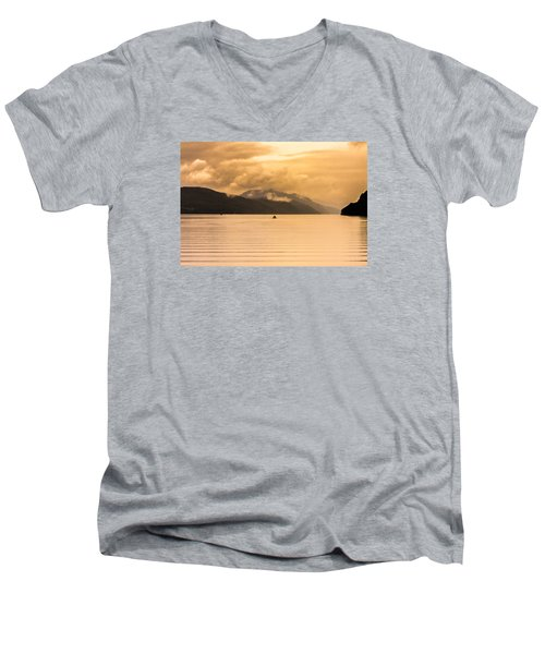 Loch 1 Men's V-Neck T-Shirt