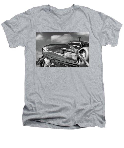 Lockheed Splendor Men's V-Neck T-Shirt