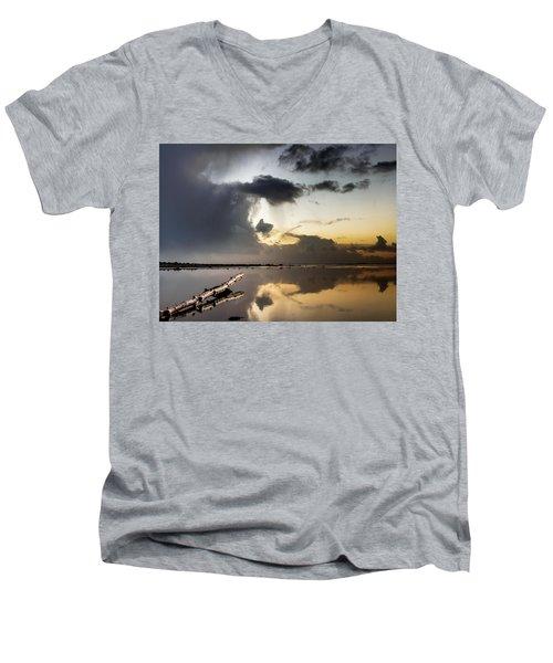 Log Pointing To Sunset Men's V-Neck T-Shirt