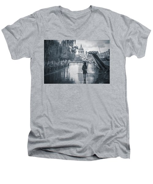 London Black And White Men's V-Neck T-Shirt