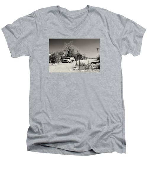 Long Way To Tennessee Men's V-Neck T-Shirt by Juergen Klust