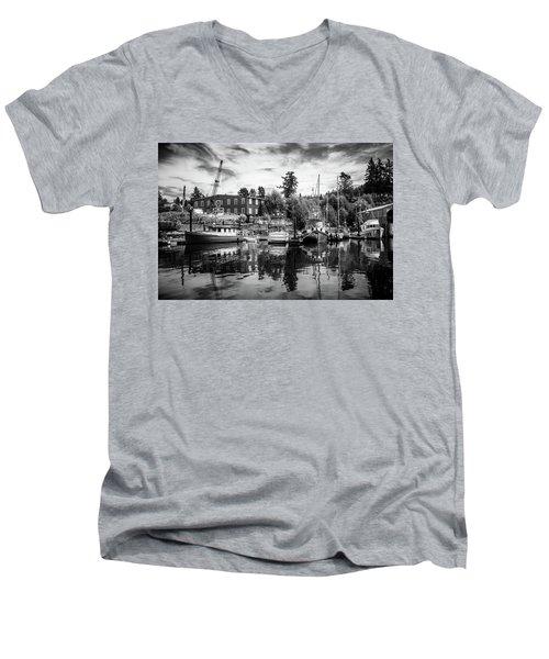 Lovric's Sea Craft Washington Men's V-Neck T-Shirt