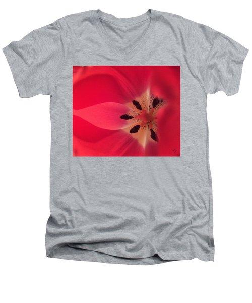 Macro Beauty Tulip Men's V-Neck T-Shirt