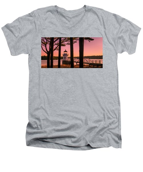 Maine Doubling Point Lighthouse At Sunset Panorama Men's V-Neck T-Shirt