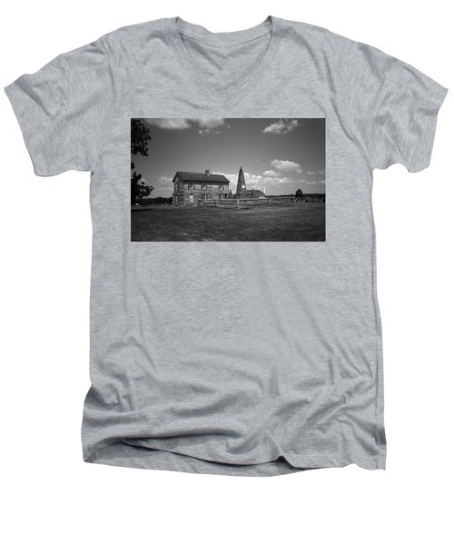 Men's V-Neck T-Shirt featuring the photograph Manassas Battlefield Farmhouse 2 Bw by Frank Romeo