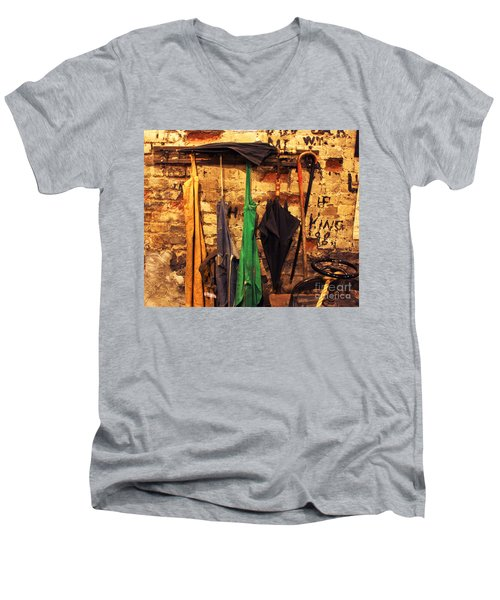 Mark Twain's Coat Rack Men's V-Neck T-Shirt