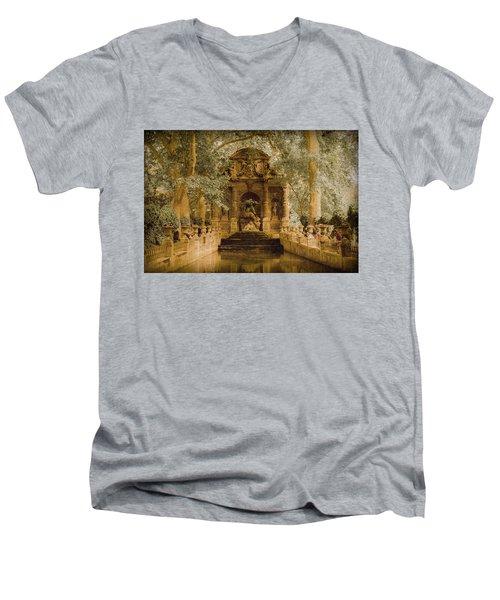 Paris, France - Medici Fountain Oldstyle Men's V-Neck T-Shirt