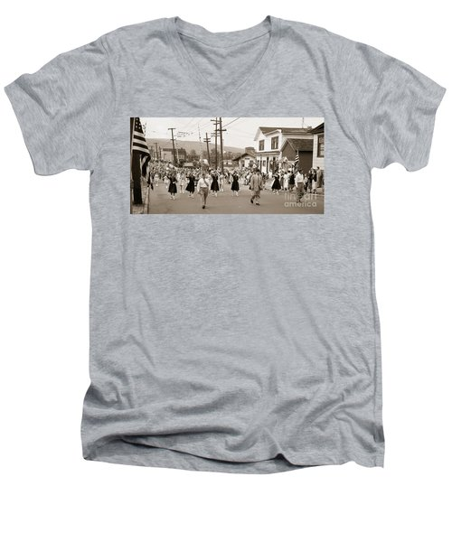 Memorial Day Parade Ashley Pa With Train Station And The Huber Colliery In Background 1955 Men's V-Neck T-Shirt
