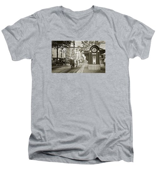 Memphis Carriage Men's V-Neck T-Shirt