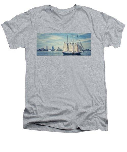 Milwaukee Schooner Men's V-Neck T-Shirt