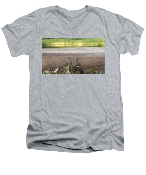 Minnesota Quantum Field..... Men's V-Neck T-Shirt