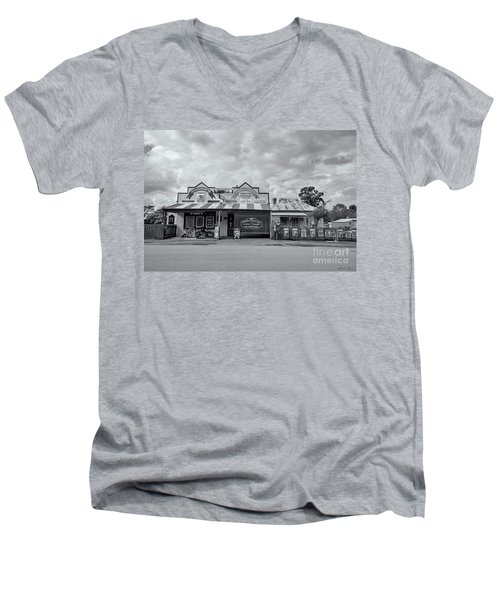 Men's V-Neck T-Shirt featuring the photograph Monegeetta General Store by Linda Lees