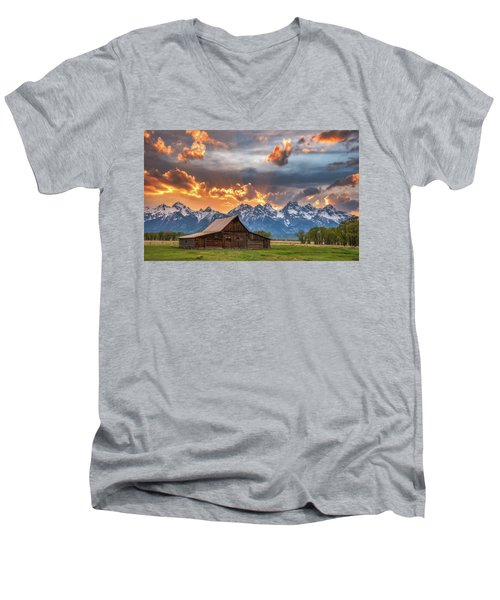 Moulton Barn Sunset Fire Men's V-Neck T-Shirt