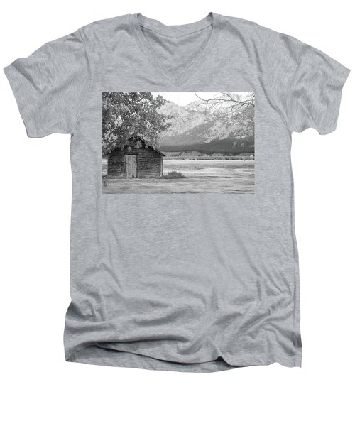 Men's V-Neck T-Shirt featuring the photograph Moulton Homestead - Granary by Colleen Coccia