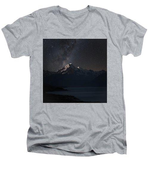 Mount Cook And Lake Pukaki At Night Men's V-Neck T-Shirt
