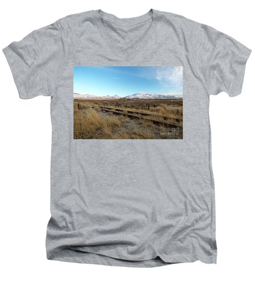 Mt Putnam Men's V-Neck T-Shirt